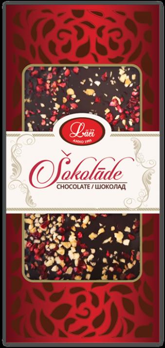Плитка темного шоколада с черной смородиной