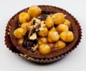 Shortbread basket with caramel and hazelnuts