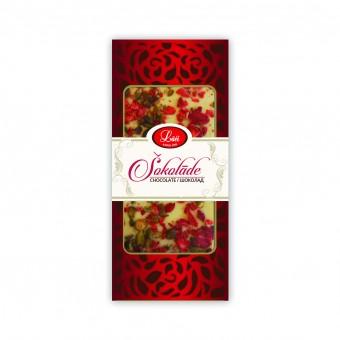 Плитка белого шоколада с клубникой